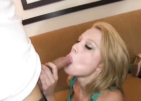 Slim blonde lets dude bang her to get wallet back