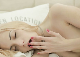 Fetching blonde pets the kitty in solo video