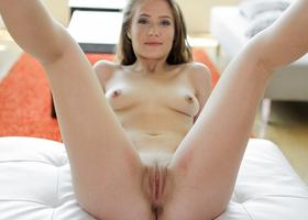 Sexpot needs a tender lover for sweet sex games