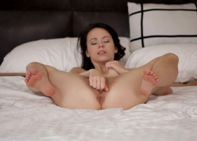 Hot coquette torments pussy with dashing vibrator