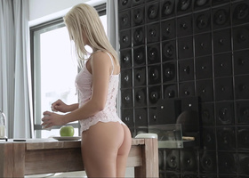 Horny businessman having his way with a pretty blonde