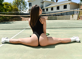Teen is fucked after she does splits on the tennis court